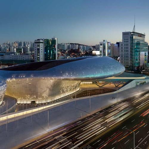 Zaha Hadid en Corea. Dongdaemun Design Plaza