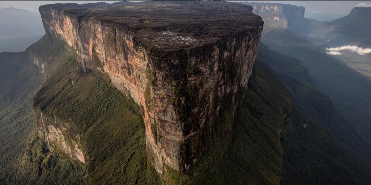 Vista-aerea-del-Roraima-en-Venezuela
