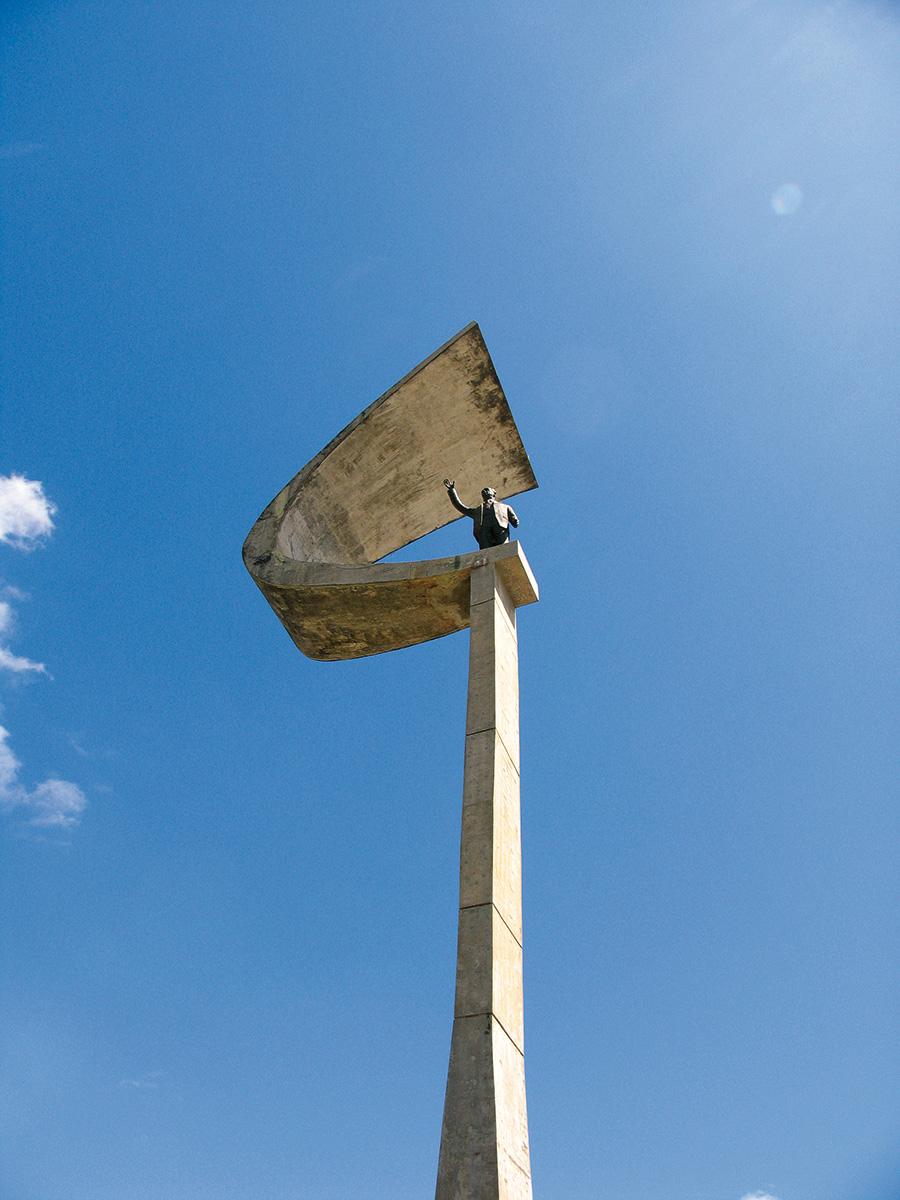 brasilia-monumento-a-JK
