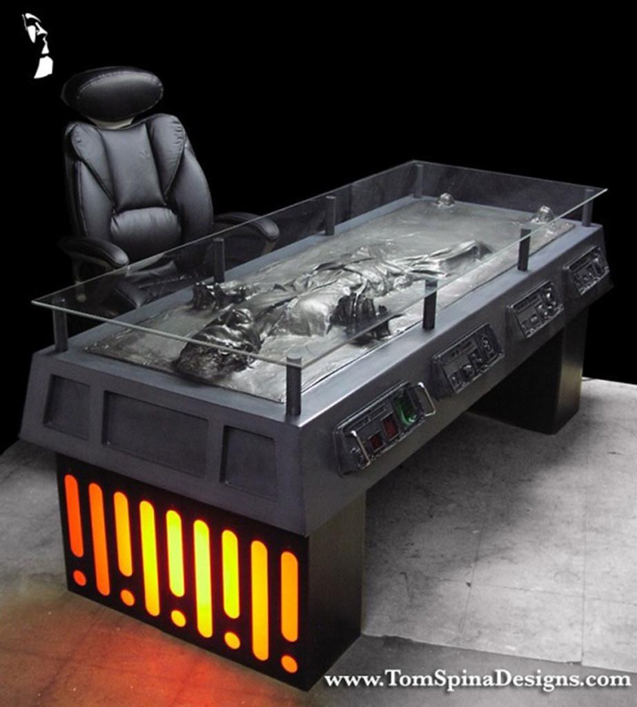Escritorio-de-Han-Solo-congelado-en-carbonita-por-Tom-Spina-designs