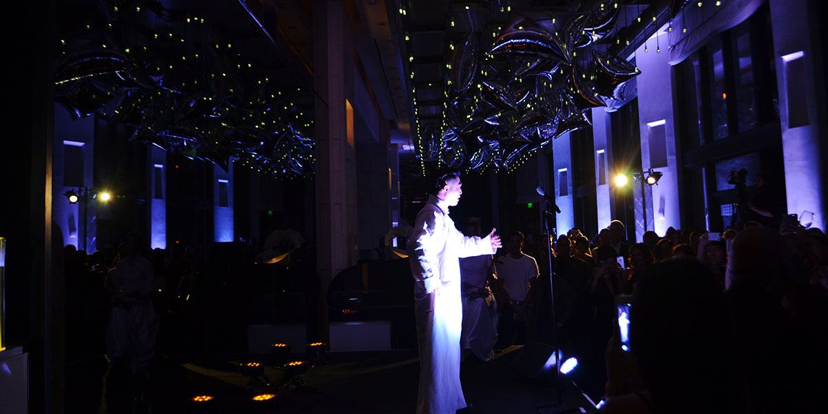 Michael-Chow-party-pekin-Opera-singer