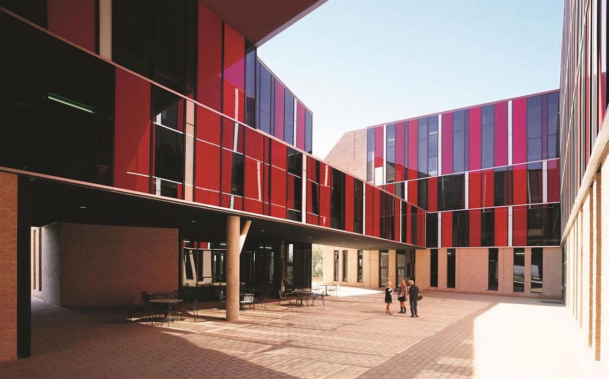 Dormitorios y comedor, Universidad Saint Edward's