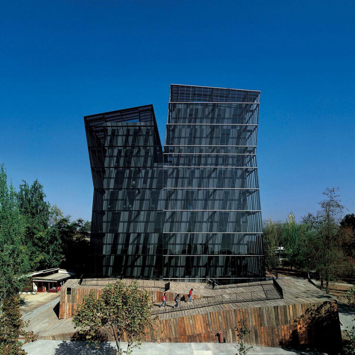 Torres Siamesas, Universidad Católica de Chile