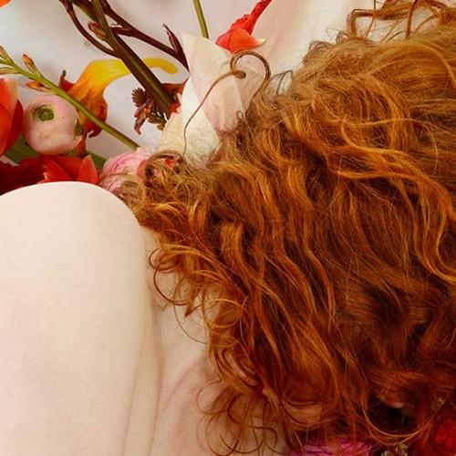 """""""Flora"""", una creativa muestra de fotos, arte y seducción visual"""
