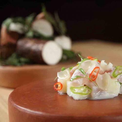 Ceviche de pescado blanco, masato y yuca