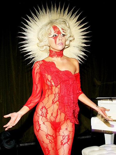 Una virgen coronada en su propia melena