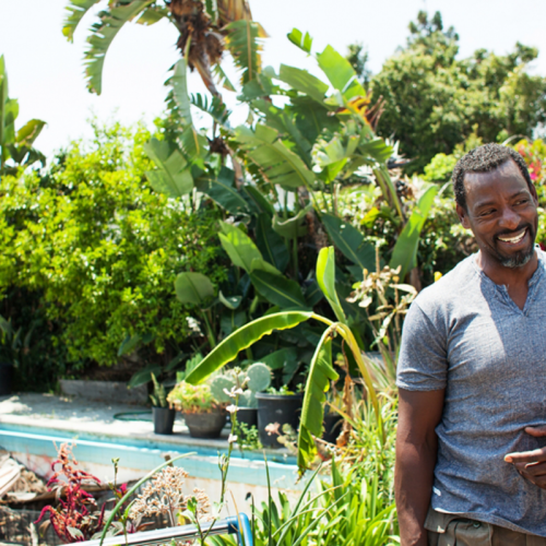 """Ron Finley y su """"guerrilla jardinera"""" por alimentos más saludables"""