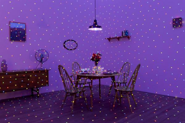 Yayoi Kusama. Foto: Lucy Dawkins, Tate Photography; © Yayoi Kusama; Cortesía de Ota Fine Arts, Tokyo /Singapore; Victoria Miro, London; David Zwirner, New York; KUSAMA Enterprise.