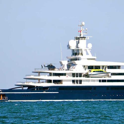 Luna, el megayate de 545 millones de dólares, ancla en Miami