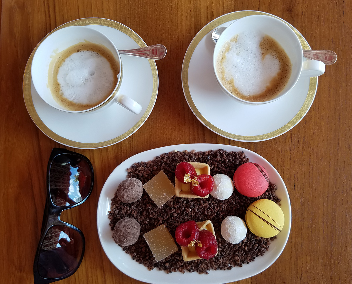 Faena-Miami-Beach-petit-fours-y-cafe