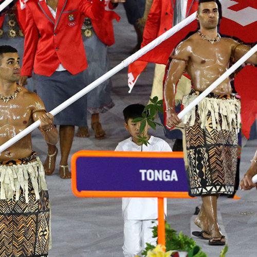 ¿Quién es el abanderado de Tonga que cautivó al mundo en la ceremonia inaugural de Rio 2016?