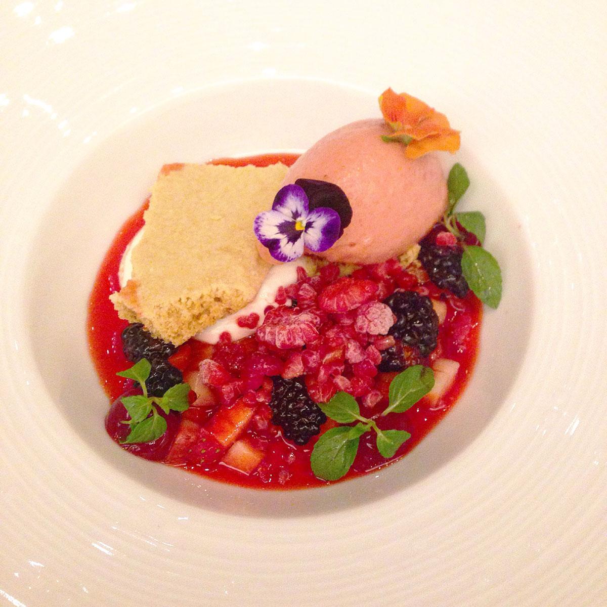 Caviar-Russe-Miami-Panna-cotta-strawberry