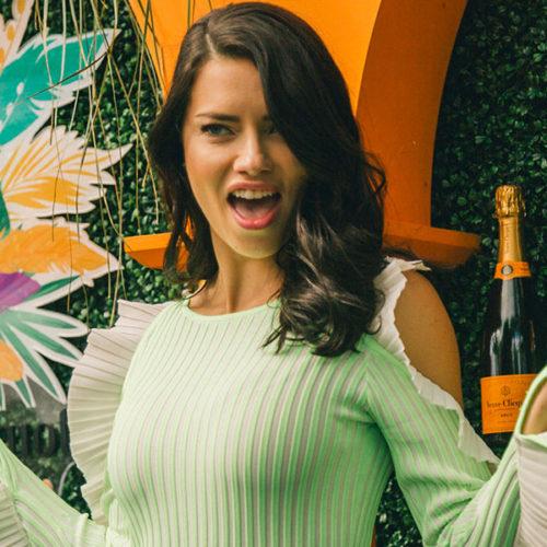 Adriana Lima celebró en Miami el Carnaval Veuve Clicquot