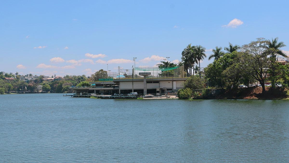 Pampulha-Yacht-club-desde-la-iglesia
