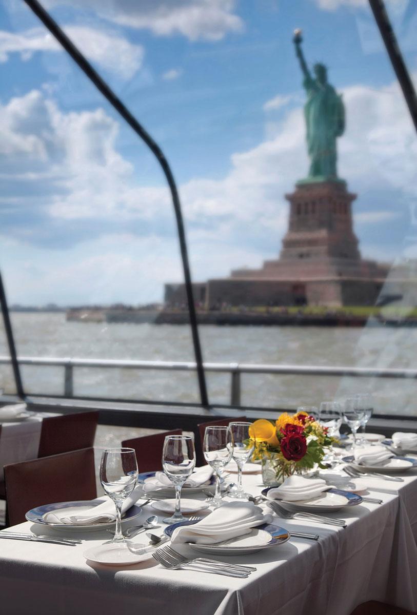 bateaux_newyork_mesa-estatua-libertad