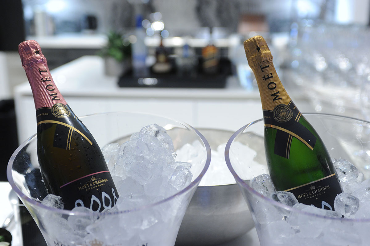 Estates-at-Acqualina-Complot-lifestyle-dinner-Moet-champagnes