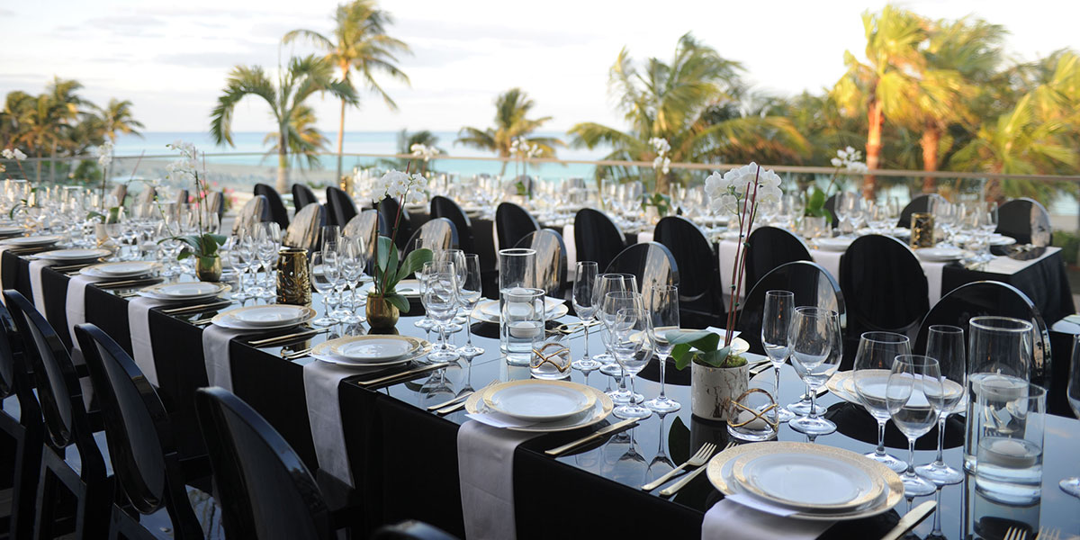 Estates-at-Acqualina-complot-lifestyle-dinner-table
