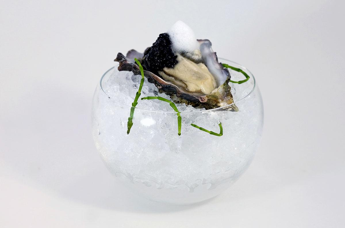 Toscana-Divino-kumamoto-oyster,-siberian-royal-caviar,-dosage-zero-air
