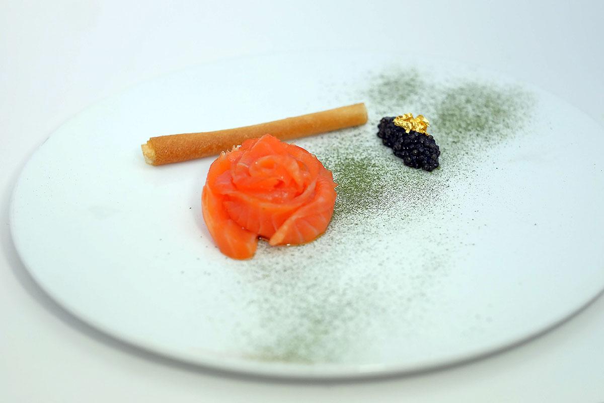 Toscana-Divino-smoked-salmon,-white-sturgeon-caviar,-grissino