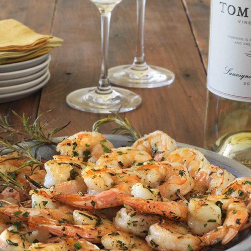 Pinchos de langostinos con romero, marinados en ajo y vino blanco