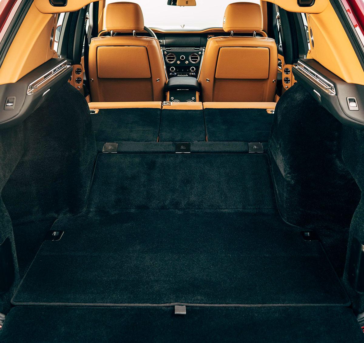 Rolls-Royce-Cullinan-rear-seat