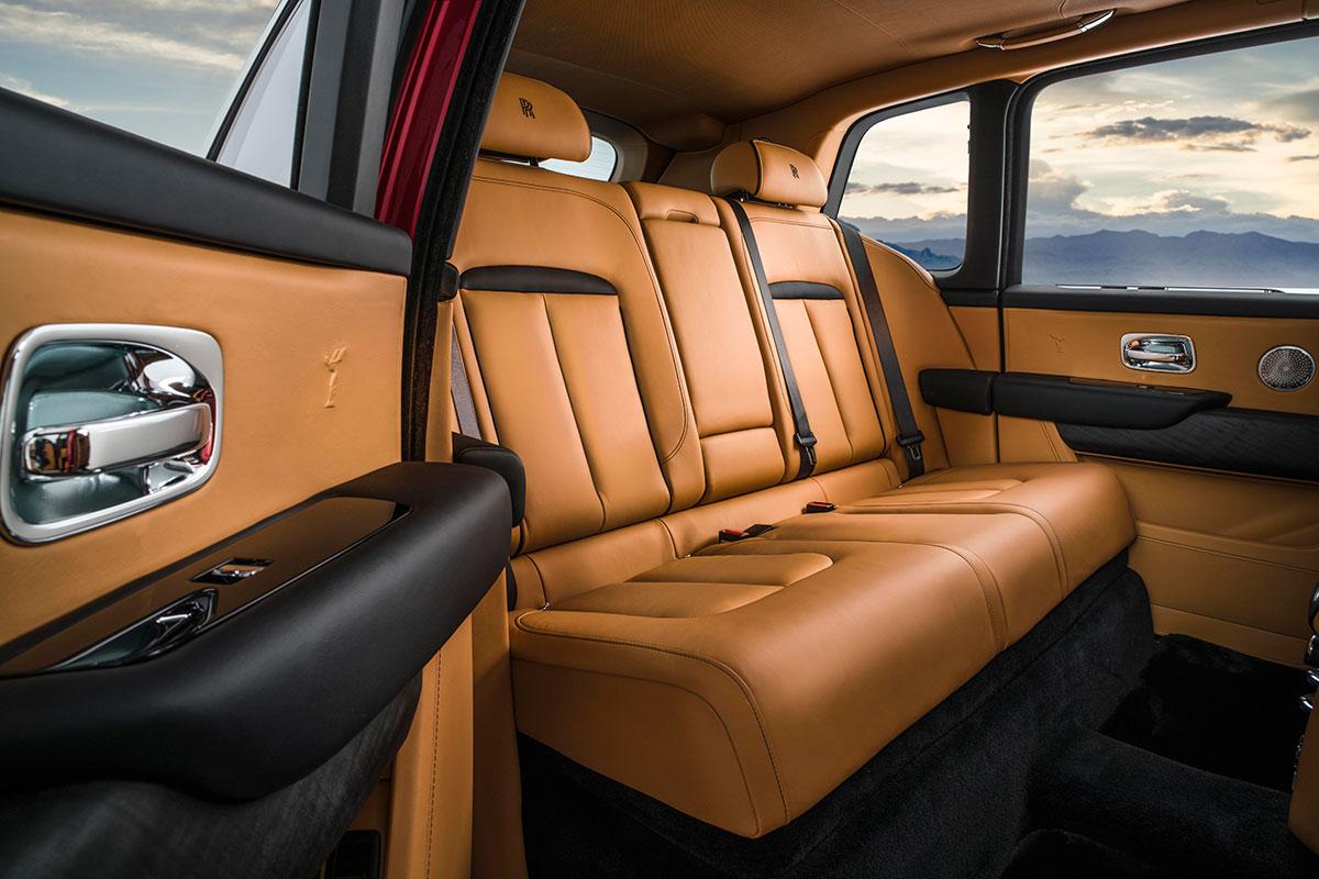 Rolls-Royce-cullinan-back-interior