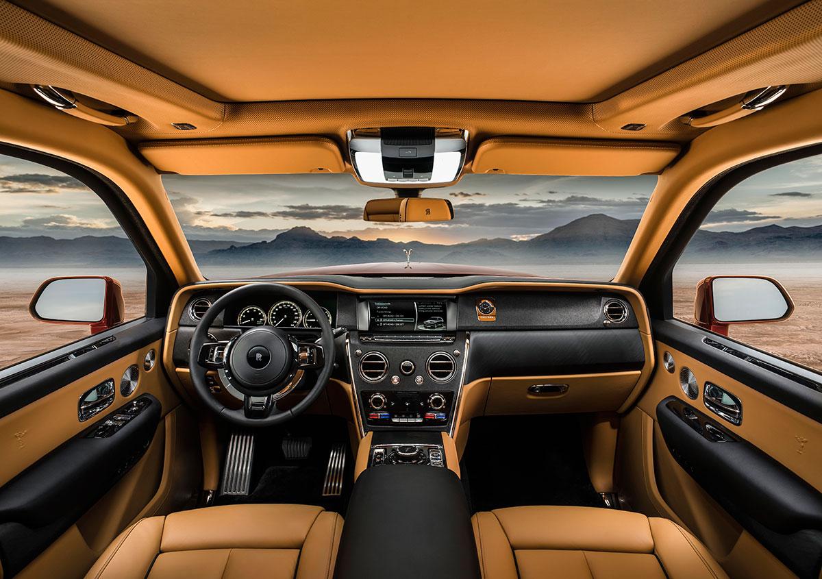 Rolls-Royce-cullinan-front-interior