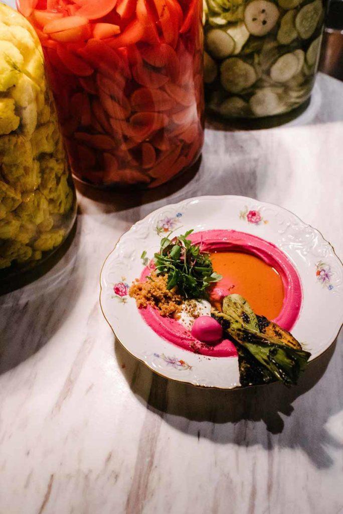 Mishiguene-Hummus de remolacha