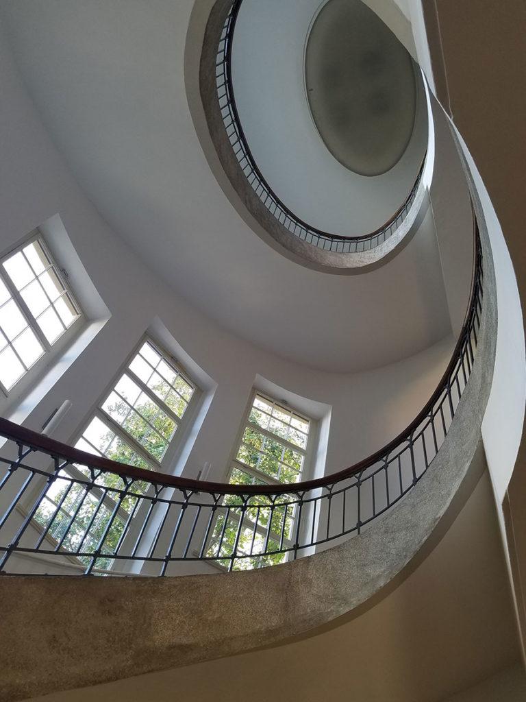 Escaleras-de-la-Universidad-Bauhaus-Weimar