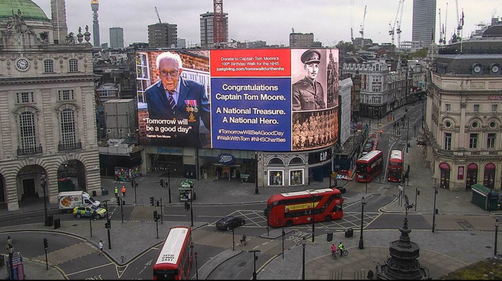 Cap-Tom-Moore-Picadilly-Circus