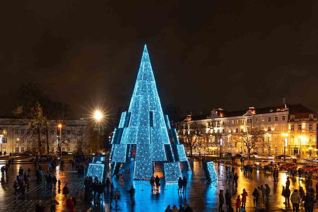 Arbol-de-Navidad-en-Vilnius-(Giedrius-Akelis)