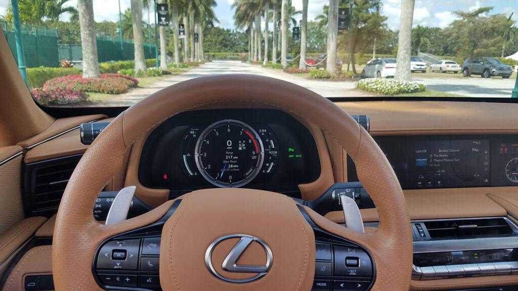 Lexus-LC500-convertible-tablero