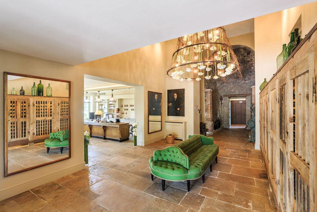 Chateau-de-Berne-lobby